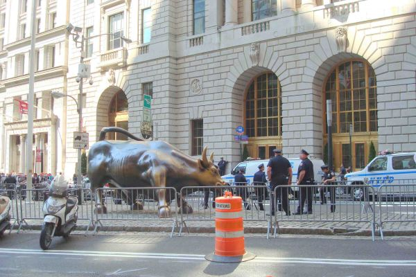 Déploiement policier à Wall Street lors d'une manifestation anti capitaliste (New-York)