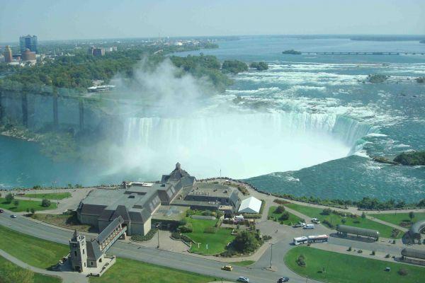 Vue des chutes à Niagara, à partir du restaurant panoramique